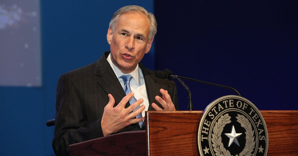 Texas Governor Greg Abbot speaking at a podium at the WTTC Global Summit 2016